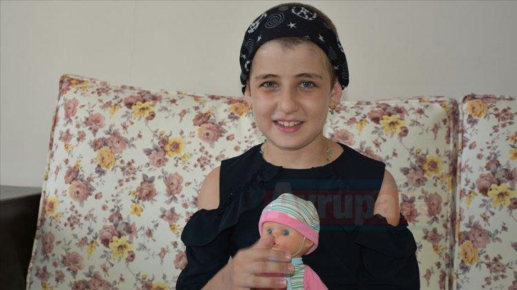 9 yaşındaki Yasemin, minik bedeniyle lösemi hastalarına umut oluyor