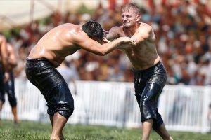 31. Korkuteli Altın Kiraz Yağlı Güreşleri'nin başpehlivanı Balaban