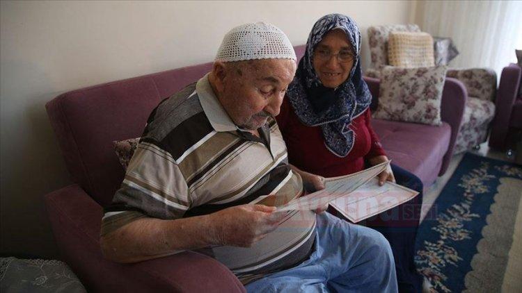 90 yaşındaki Ahmet dede, okuma yazma belgesi aldı
