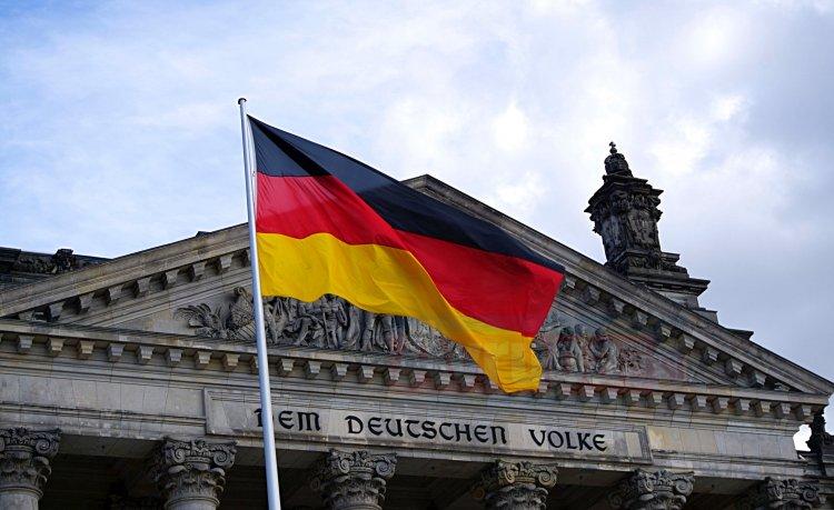 İki Alman'dan biri İslamı tehdit görüyor