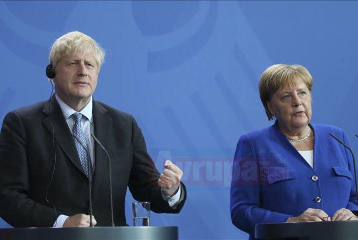 Johnson ile Merkel bir araya geldiler