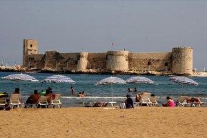 Kızkalesi  civarındaki otellerin büyük bölümünü Türkler dolduruyor