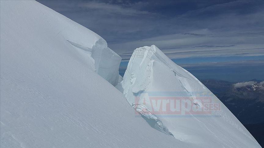 Avrupa'nın en yüksek tepesindeki buz kütlesi kaymaya başladı