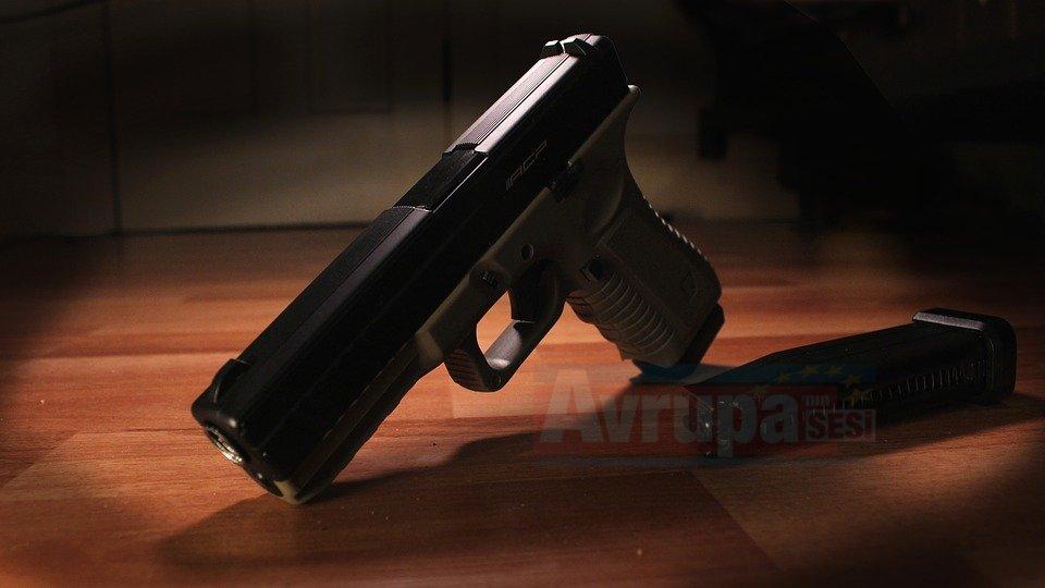 Almanya'da aşırı sağcılar silahlanıyor