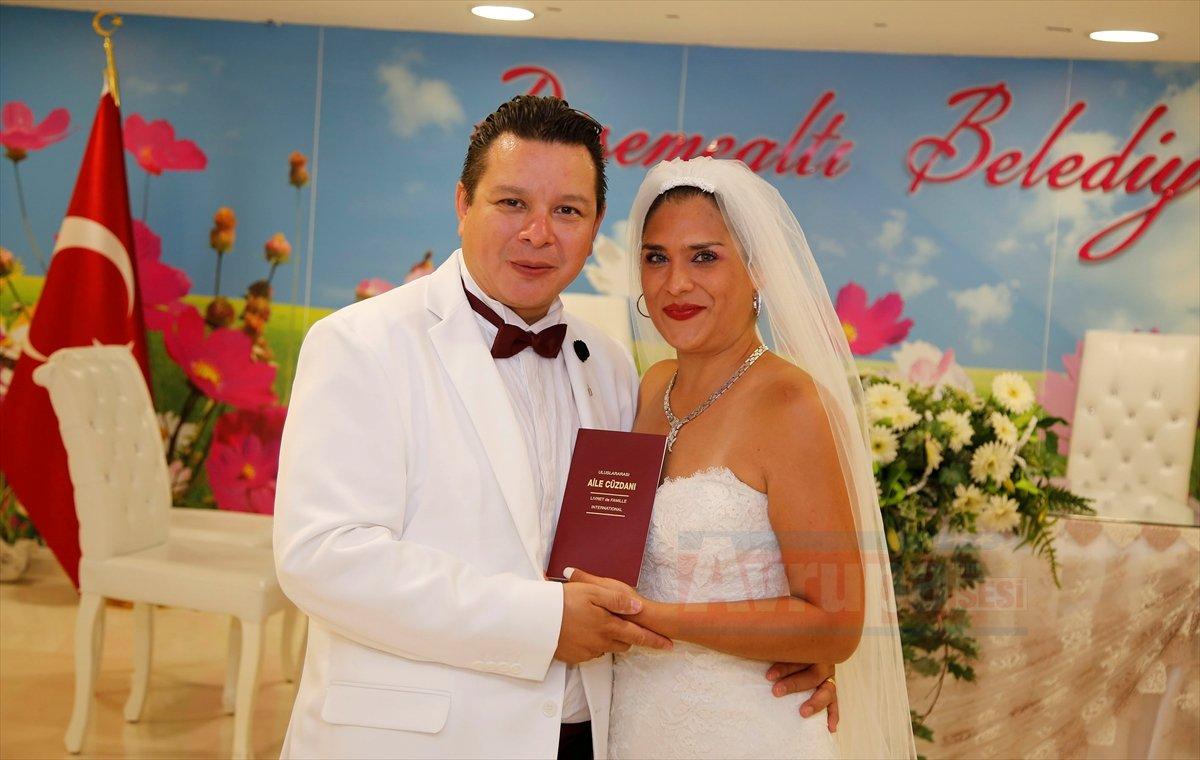 Meksikalı çift Antalya'yı tercih etti