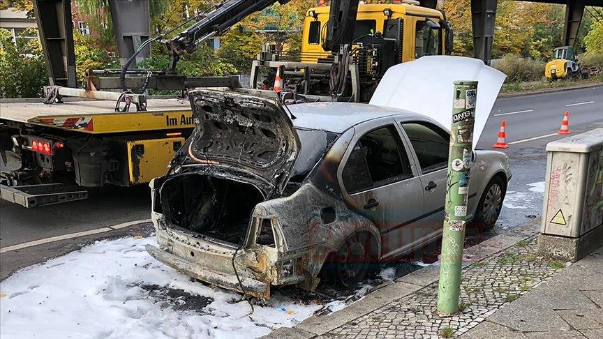 Berlin Büyükelçiliği'ne ait diplomatik plakalı araç kundaklandı
