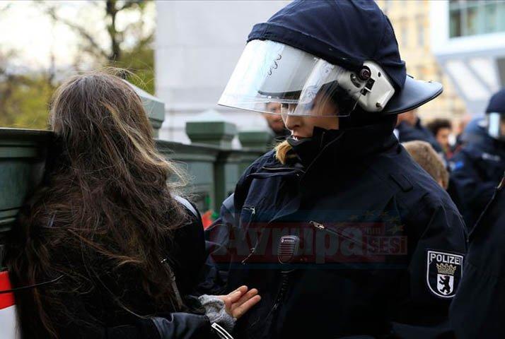 Terör örgütü yandaşları Almanya'da Türk derneği ve marketine saldırı düzenledi
