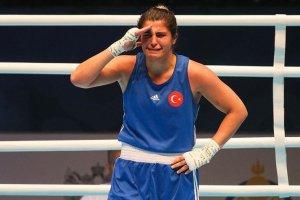 Dünya Şampiyonu Busenaz, Mehmetçiğe asker selamı gönderdi