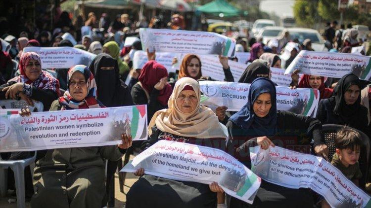 İsrail'in Gazze Şeridi'ne uyguladığı ablukaya kadınlardan protesto