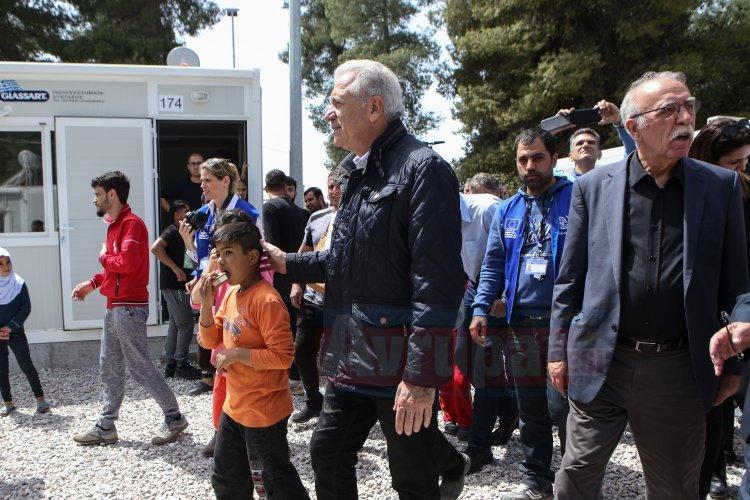 Yunanistan sığınmacıların bölgedeki otellere yerleştirilmesini engelledi