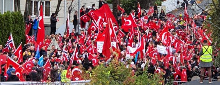 Norveç'te Barış Pınarı Harekatı'na destek gösterisinde 3 Türk yaralandı