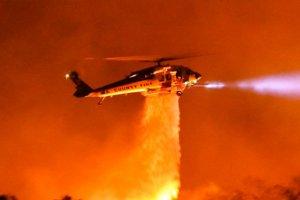 California'nın güneyindeki orman yangını büyüyor