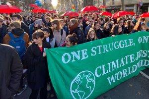 Almanya'da 20 bin genç 'küresel iklim grevi' yürüyüşü düzenledi