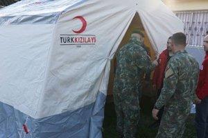 Türk Kızılay Arnavutluk'ta depremzedeler için çadır kurmaya başladı
