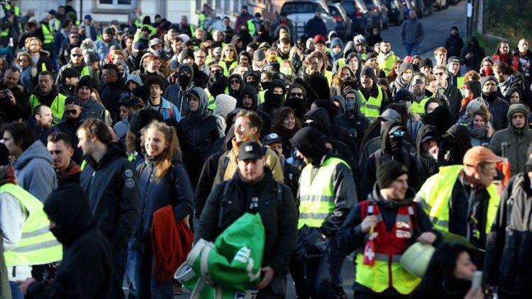 Belçika'da sarı yelekliler gösteri düzenledi