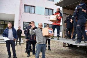 AFAD Arnavutluk'taki depremzedelere yardım malzemesi dağıttı