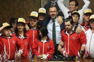 Bakan Kasapoğlu özel sporcularla bir araya geldi