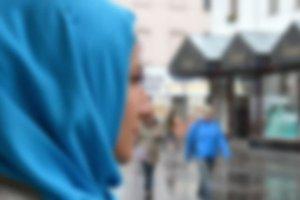 Almanya'da iki aşırı sağcı, başörtülü kız çocuğunu darbetti
