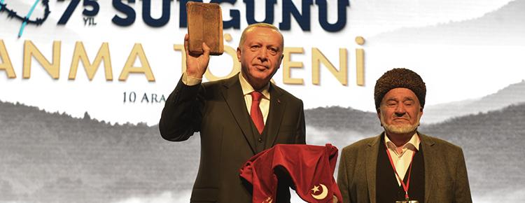 Erdoğan'a kuşaktan kuşağa 350 yıl korunan Kur'an hediyesi