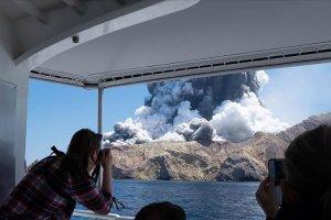 Yeni Zelanda'da Whakaari Yanardağı patladı: 5 ölü
