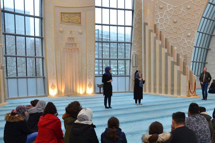 Moschee-Forum işitme dilinde cami rehberliği sundu