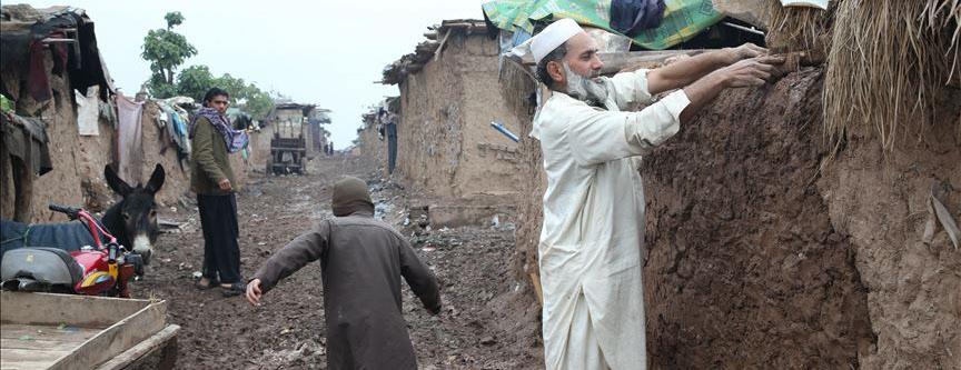 Yağmur yadığında evlerini yeniden yapıyorlar