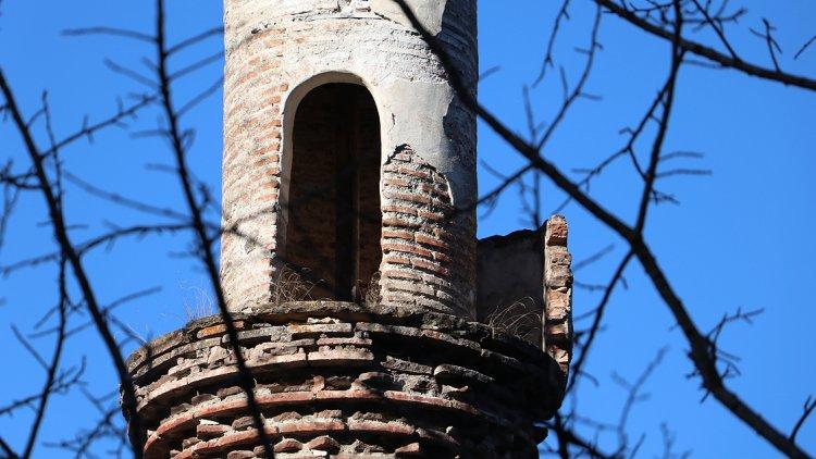 Camisiz minare 82 yıldır zamana direniyor