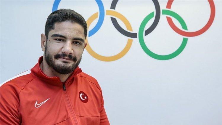 Milli güreşçi Taha Akgül omzundan ameliyat edildi