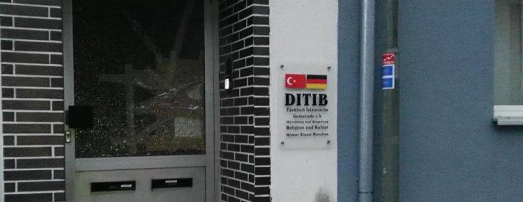 Münchberg'de camiye saldırı, caminin cam kapısı kırıldı