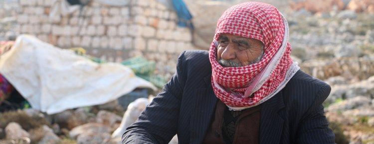 İdlib'deki bombardımandan kaçarken evimin toptağını öptüm