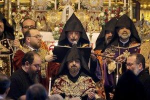 Meryem Ana Kilisesi'nde düzenlenen törende Patriklik Tahtı'na çıktı