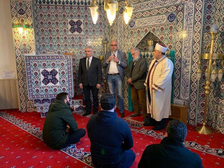 Başkan Hartmann mezarları tahrip edilen Müslümanları ziyaret etti
