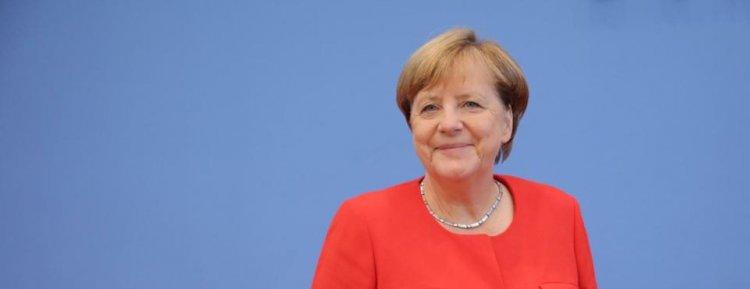 Merkel'den yeni yıl mesajı: Yenilik için cesaret