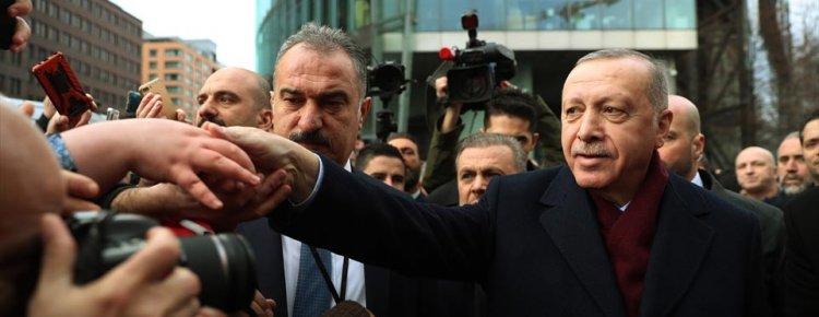 Erdoğan, Almanya'da yaşayan Türkler tarafından sevgi gösterisinde bulunuldu
