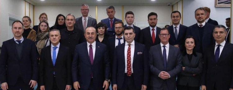 Bakan Çavuşoğlu Alman basın mensupları ile bir araya geldi
