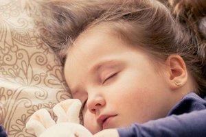Çocuklar uyurken sürekli üstünü açansa