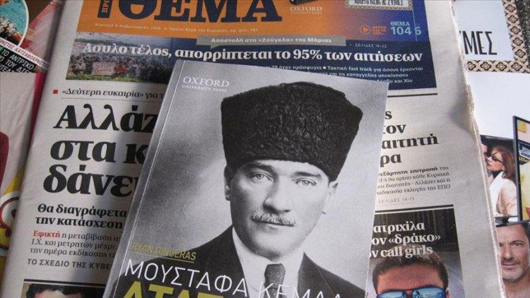 Yunan gazetesi Atatürk'ün hayatını anlatan kitap dağıttı