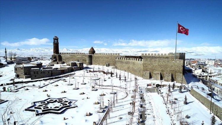Erzurum'un tarihi mekanları kışın ayrı bir güzel