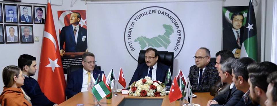 Hakan Çavuşoğlu ve Ali Mollasalih yeni Başkan ve yönetimi tebrik ettiler