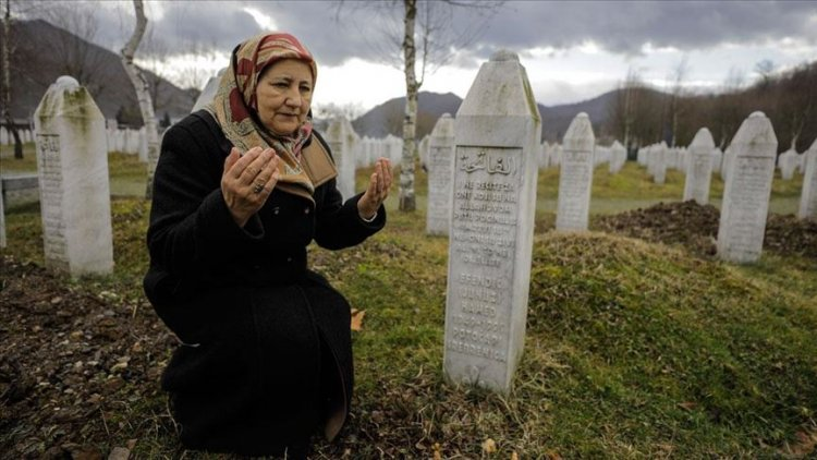Srebrenitsa'nın yalnız anneleri, eski fotoğraflarla avunup sevdiklerine yeniden kavuşmayı bekliyor