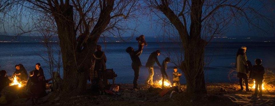 Midilli'de göçmenler sahilde konaklamak zorunda kalıyor