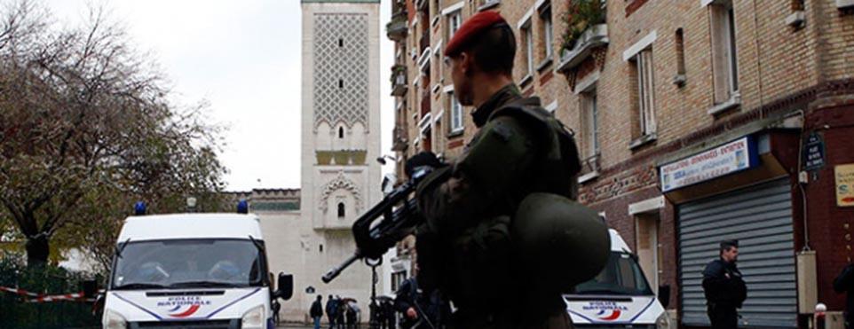 Fransa'nın başkenti Paris'te camiye silahlı saldırı