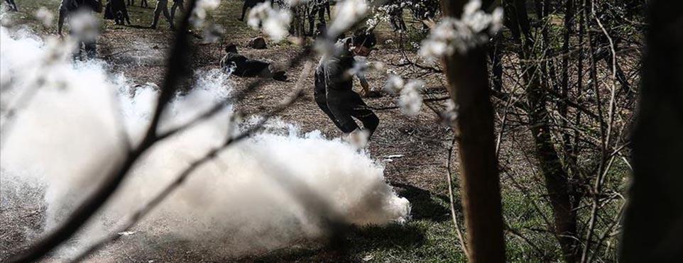 Yunan güvenlik güçleri direk sığınmacıları hedef alarak atıyor