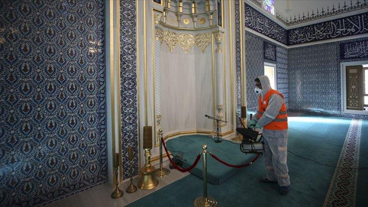 Koronavirüse karşı camiler cuma namazı öncesi dezenfekte edildi