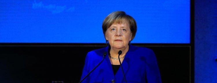 Başbakan Merkel Türkçe altyazılı koronavirüs mesajı yayınladı