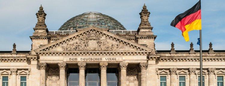 Almanya'da eğlence ve işyerleri koronavirüs nedeniyle kapatılıyor