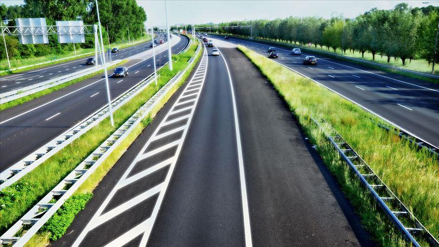 Hollanda otoyollarında hız sınırı düşürüldü