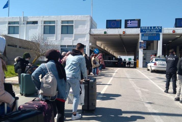 Batı Trakyalı Öğrenciler zorlukla karşılaşmadan kolayca Yunanistan'a geçtiler