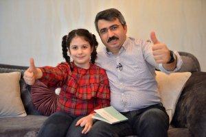 Başkan Oktay minik kızıyla evde kitap okudu