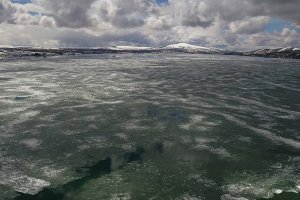 Nazik Gölü'nün buzları çözülüyor